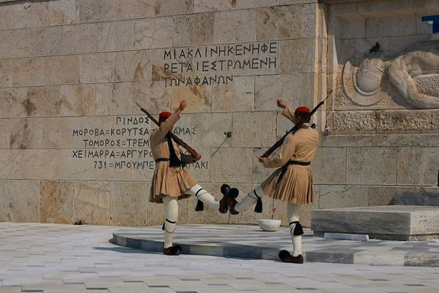 640px-Athens_-_Evzones_at_the_Tomb_of_the_Unknown_Soldier_-_20060930a