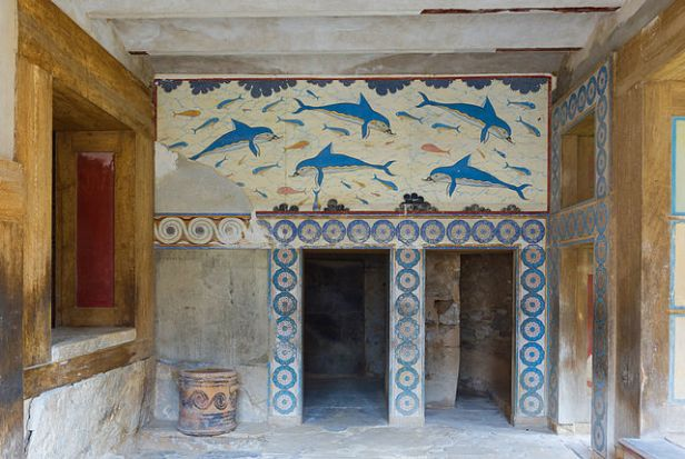 Queen's_Megaron_with_dolphins_Knossos_Palace